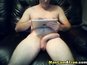 Some twink is sitting nude and jerking off on gay porn